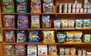 Как правильно выбирать корм для собак мелких пород?